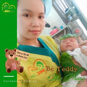 Hình ảnh của bé Teddy khi đang được điều dưỡng viên của Nurse Care tắm tại nhà.