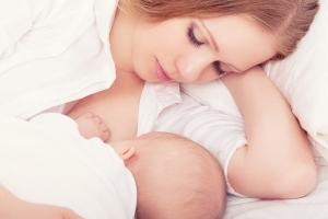 Sinh ra một em bé khỏe mạnh và thông minh là mong muốn của bất cứ người mẹ nào. Và mẹ biết không, chỉ số IQ của bé thực tế chỉ phụ thuộc 1 phần vào yếu tố di truyền; còn lại phần lớn phụ thuộc vào thói quen sinh hoạt của mẹ khi bầu bí. Thật đấy!