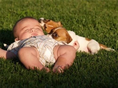 Tắm nắng cho trẻ đúng cách